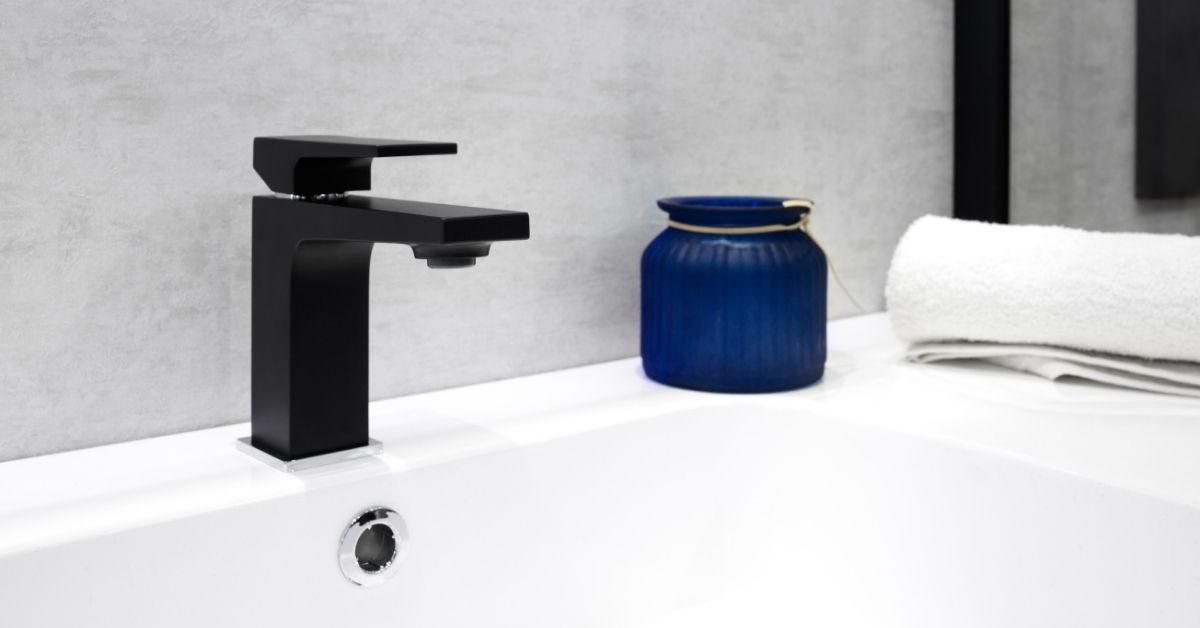 black bathroom faucets